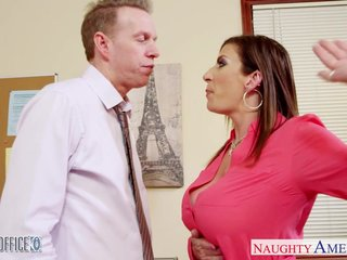 Brunette milf Sara Putter around fucking in someone's skin office