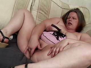 Grown up female parent give squirting venerable cunt