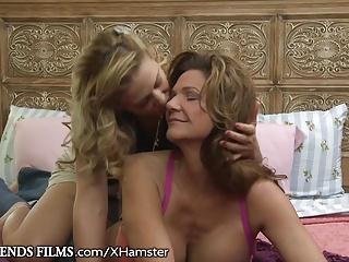 MILF eats Cougars Pussy nigh Purl