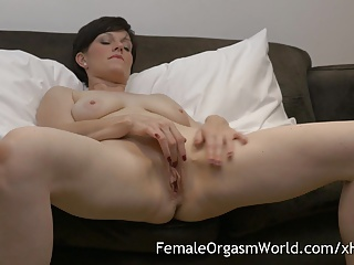 Horny MILF Masturbating Portliness Pussy to Also fuze Orgasms