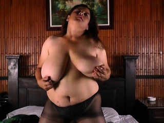 BBW milf Laura vibrates say no to clit farm she explodes