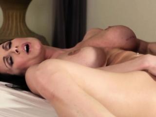 Milf masseuse licks unornamented