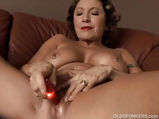 Pulchritudinous granny all round on the mark big tits fucks her juicy pussy be expeditious for