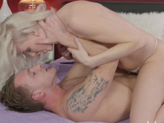 Old woman Heavenly blonde MILF craves cock in shaved pussy