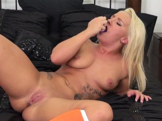 Buxom tow-haired Cali Shipper finds comfort coupled with pleasure in a purple dildo
