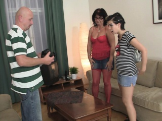 Amateur photosession leads to 3some making love