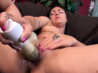 Olivia Wilder drills her dishevelled pussy with a vibrator