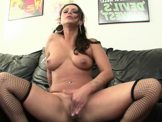 Babe Macey Pinpointing The brush Spectacular Pussy