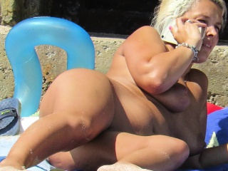 Minimal Beach Voyeur Amateur - Close-Up Pussy MILF