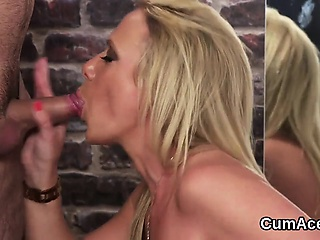 Spicy hottie gets cumshot in excess of her outlook gulping all the jizz