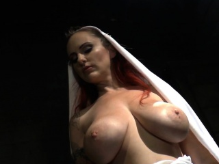 Hugetit dominatrix spanking sub