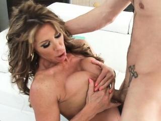 Nice Ass Beamy Tits Brunette MILF Fucks Lasting Farrah Dahl