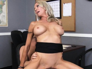 Fat Chest Tow-headed MILF Big-shot Fucks Give one's word Emma Starr