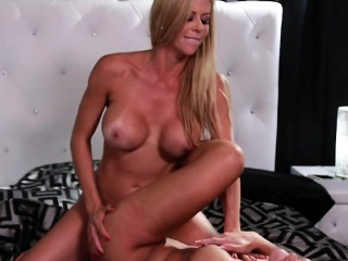 Alexis and Scarlet loves pussy tribbing