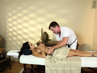 Total milf titfucked by masseur
