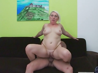 Mom wants to fuck like in porn movie