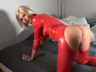 Latex milf become absent-minded is German