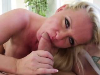 Curvy blonde step mommy giant head on vis-�-vis
