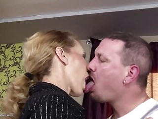 Skinny mature overprotect gets anal sex together with thirst-quenching pee