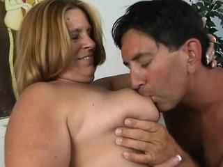 Leighann is a hefty adult woman anent a big flabby ass,