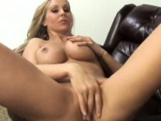 Chunky teat fair-haired MILF Julia Ann gets will not hear of pussy drilled