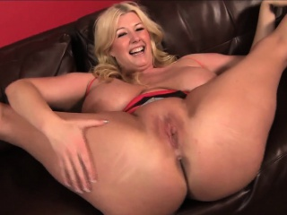 Blonde BBW pornstar Zoey Andrews wraps her Successfully pair around