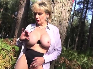 Cheating british milf lady sonia pops at large their way oversized tits