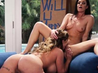 Lesbian milfs filled n lick