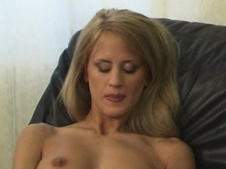 Cynthia love using her fingers about her soaked pussy