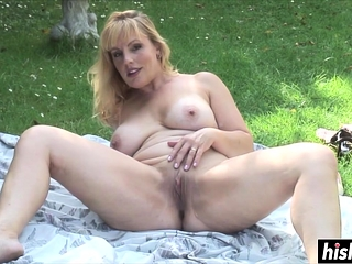 Solo hottie likes to masturbate gone from