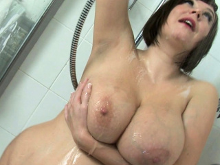 Roxy Anderson Soaps Up Their way Gigantic Breast Increased by Round Ass