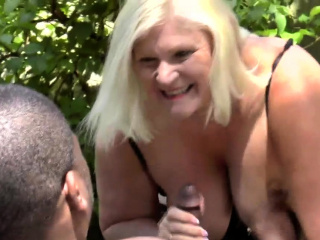 Brit granny outdoors gets fingered