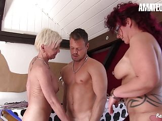 Reife Swinger - German Trine Sex with 2 Amateur MILFs
