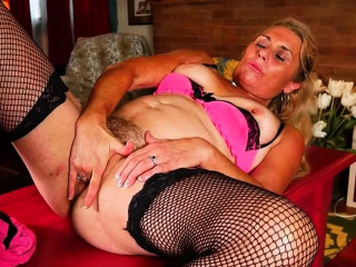 American granny Justine rubs her Victorian pussy