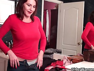 Soccer mom everywhere queasy pussy masturbates more pantyhose