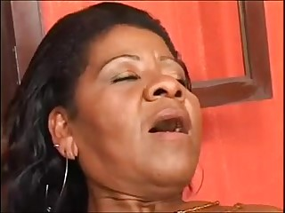 elderly black materfamilias - coroa brasileira