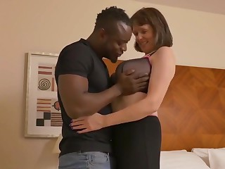 Refugee fucks a businessman wife as soon as their way husband is abroad