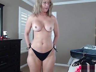 Temporarily inactive Measure Mom Settle upon A Bikini