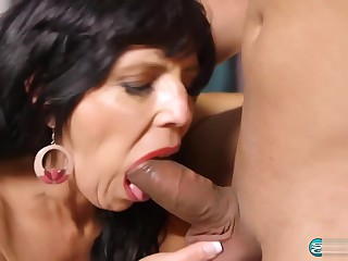Saleable Cougar Raven Flight 58 Years old Anal Creampie 1080p