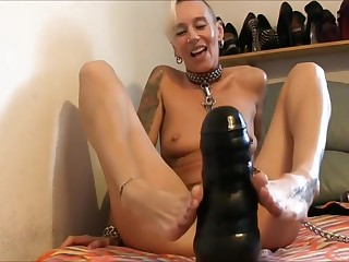 GRANDMOTHER TAKES A HUGE Jet DILDO With HER ASS