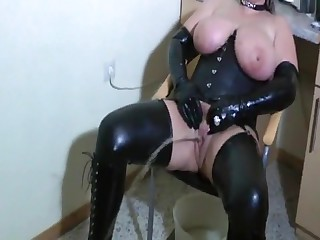Bizarre Latex-Lady - perverse Piss