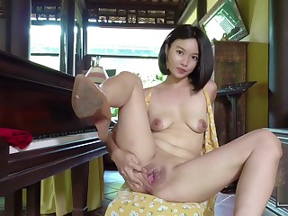 Asian Girl plays dramatize expunge piano, shows off say no to organs of procreation and pees (Kylie NG)