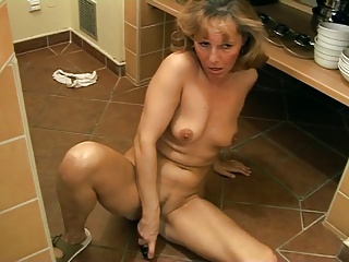 Another loved mature lady toute seule 2
