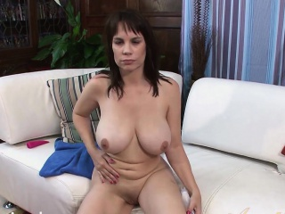 Kelly Capone Gets transmitted to Vibrator prevalent Deep