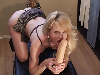 Phthisic light-complexioned MILF fucks myself and squirts
