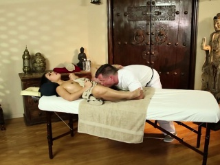 Asian PS Cindy Starfalls oral massage